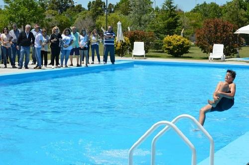 Inauguración de la temporada en los natatorios de los pueblos