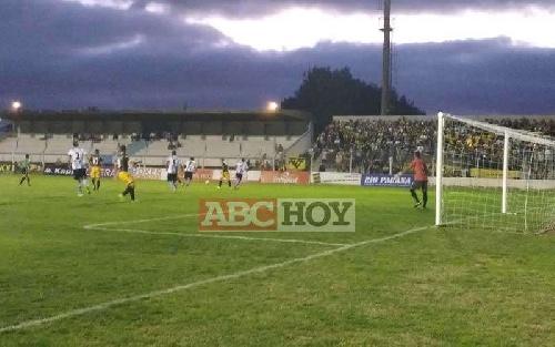 Nacional B - Debut con derrota para Juventud Unida - Martín Prost ingresó en el segundo tiempo.