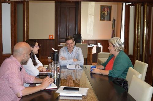 El intendente Notararigo con la bióloga Begaríes trataron temas ambientales