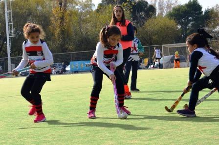 Hockey - Mas de 300 pequeños se acercaron al 2° encuentro de formativas.