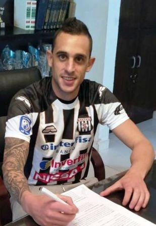 Marcos Litre estampó su firma para el Deportivo Santaní de Paraguay.