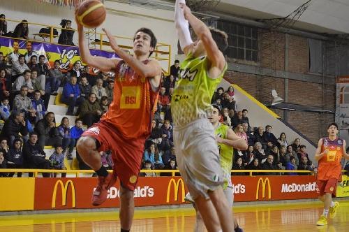 Basquet Bahiense - Vitales 14 puntos de Silva para la victoria de Bahiense ante El Nacional.