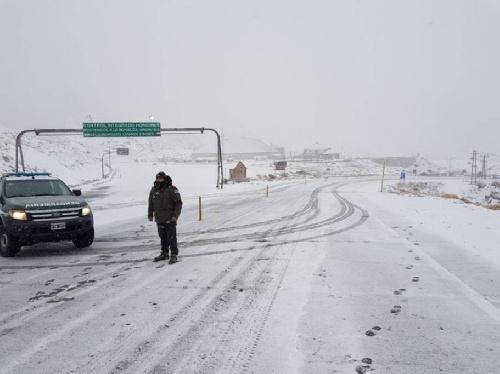 La semana arranca fría en el país, con nevadas inusuales