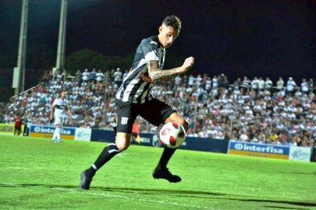 Fútbol Paraguayo -  Marcos Litre jugó con el Santaní ante River Plate de Asunción.