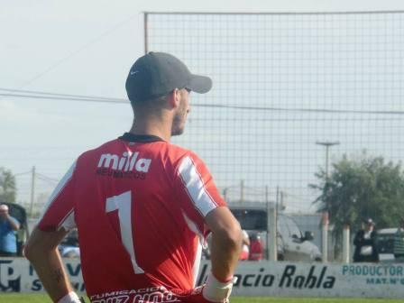 LRF - Maxi Herrero defendió las tres vallas en la victoria del Santo Carhuense.