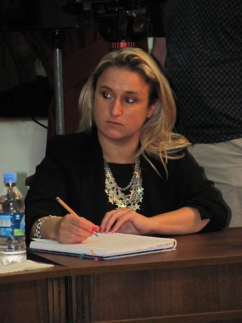 Banco rojo para concientizar sobre la violencia de género en Pigüé