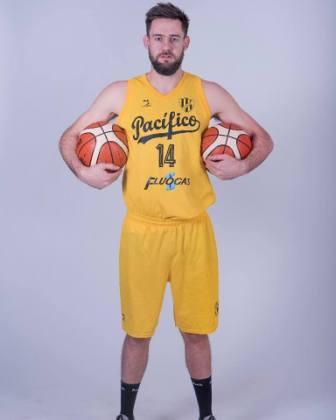 Basquet Federal - 20 puntos y 16 rebotes para David Fric en Puerto Madryn.