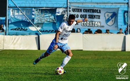 Nacional B - Leandro González titular en el empate de Temperley ante Ferro.