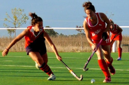 Hockey Femenino - Empate de punteros entre el Cef 83 y el Club de Pelota.