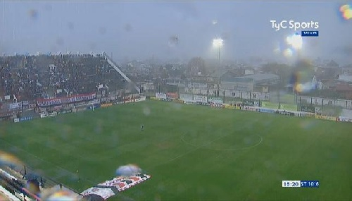 Nacional B - Juventud Unida empataba en cero con Chacarita en San Martín y el partido debió suspenderse por el mal tiempo.