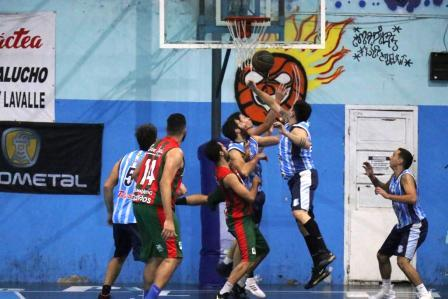 Basquet Tres Arroyos - Deportivo Sarmiento con 10 puntos de Palma venció a Club de Pelota.