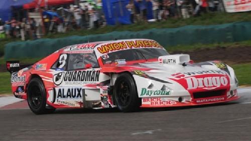 Sergio Alaux apostó a las gomas lisas y ganó la tercer serie de Turismo Carretera en Olavarría.