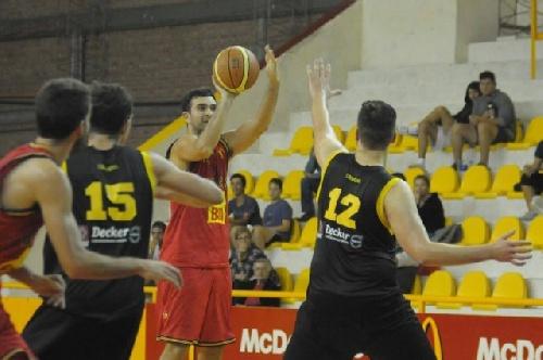 Basquet Bahiense - Bahiense del Norte venció a Olimpo y se afianza en la punta - 11 puntos de Silva.