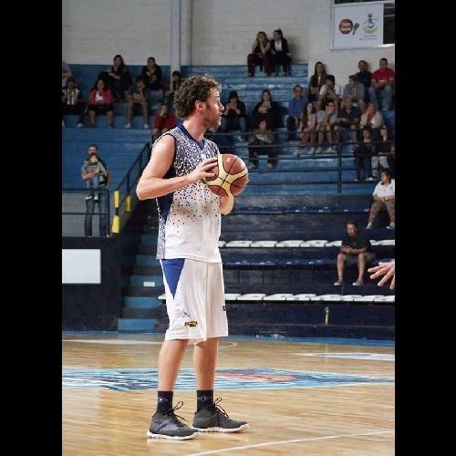 Basquet Bahiense - Estudiantes derrotó a Alem en la primer semifinal - Martín Cleppe goleador en el albo con 20 puntos.