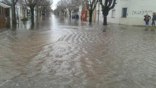 Ya son 11.000 los evacuados - Porque se inunda la Provincia de Bs As.