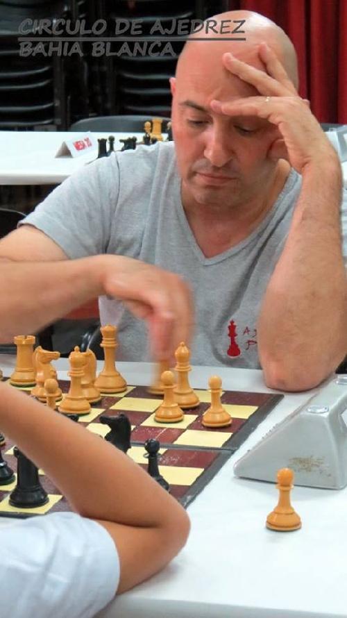 Dellapittima es el campeón de verano del Círculo de Ajedrez local.