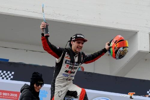 Turismo Carretera - Rossi se metió en la Copa de Oro ganando en Paraná.