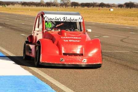 Fórmula 3CV - Juan Cañete prepara su unidad para incorporarse a la categoría.