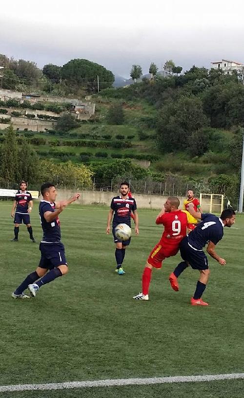 Calcio Serie E - Fin del invicto para el Isola de Ginobili en el torneo Eccellenza - Derrota ante Gallico Catona