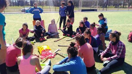 Hockey Femenino - Con el grupo de seleccionadas de Sub 14 y Sub 16 se realiza capacitación en Puán.