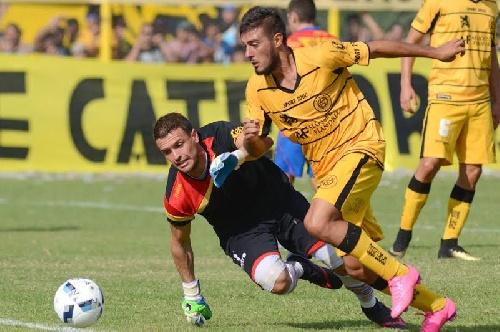 Nacional B - Derrota de Quilmes como local ante Flandria - Leo González ingresó en el complemento.