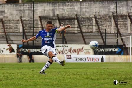 Facundo Lagrimal hizo fútbol en amistoso ante Villa Mitre.