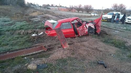 Dos vecinos de Saavedra victimas fatales de colisión entre tren y auto en cruce RP 67 entre Casella y Martinez de Hoz
