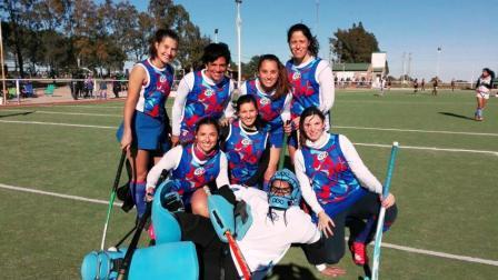 Hockey Femenino - En Damas Mamis, los Cef 83 lideran las posiciones.