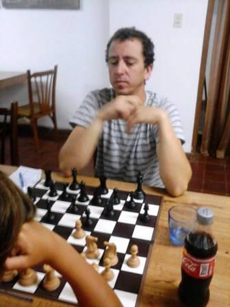 Ajedrez - Marcelo Bernardini ganó la primera final en el club local.