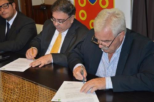 Se firmaron convenios de asistencia del gobierno bonaerense para con la Municipalidad de Saavedra Pigüé