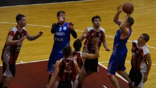 Basquet Chivilcoy - Descollantes 41 puntos de Di Pietro para la victoria de Racing ante Deportivo Colón.