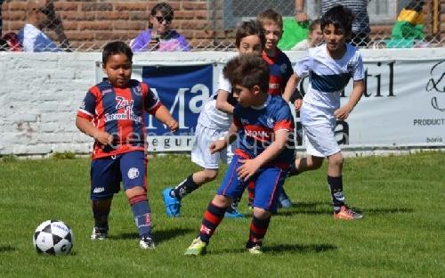 Fútbol Infantil - Deportivo Argentino y Unión se presentaron en un Torneo de Escuelitas en Tornquist.