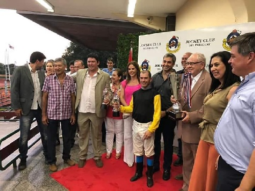 Turf - Mario Fernández ganador del GP Presidente de la República en Asunción.