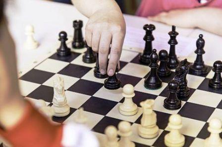 Ajedrez - Celeste y Santiago Pomies disputaron torneo online regional.