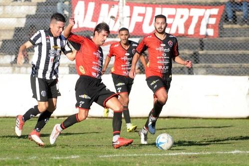 Liga del Sur - Sporting de Punta Alta empató con Liniers y es líder invicto.
