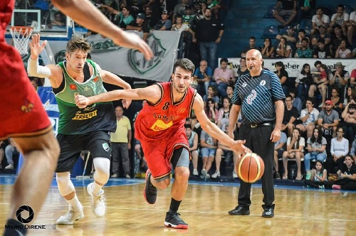 Basquet Bahiense - 11 puntos de Silva para la victoria de Bahiense ante Villa Mitre.
