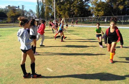 Hockey Femenino - Entrenan los seleccionados de la Federación.