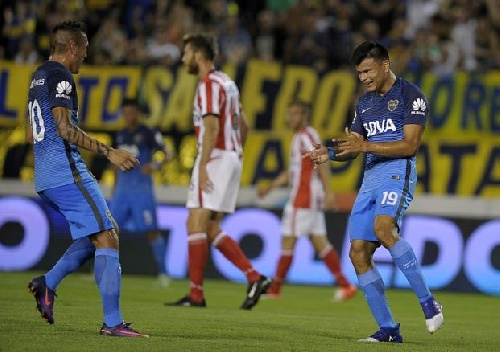 Boca Juniors derrotó a Estudiantes de La Plata por dos a cero en su debut veraniego.