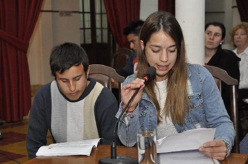 HCD: importante presentación estudiantil en la Banca de la Gente