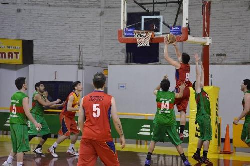 Basquet Bahiense - Con 6 puntos de Esteban Silva, Bahiense cayó ante Alem en el comienzo de los playoff