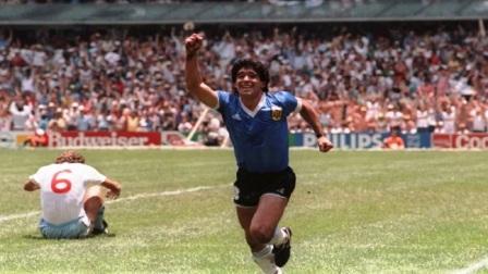 Recordando el gol de Maradona a los ingleses se celebra el día del futbolista en el país.