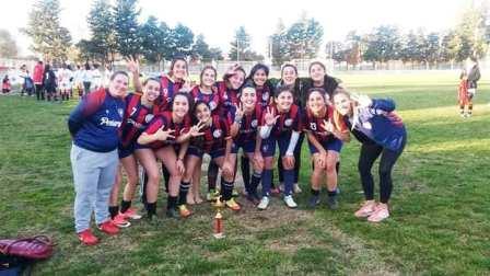 Fútbol Femenino - Las chicas del Sub 18 de Peñarol compitieron en Carhué.