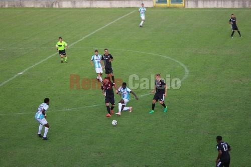 Calcio Serie C - El Rende con el carhuense Actis y con Ginóbili en su cuerpo técnico cayó como local.