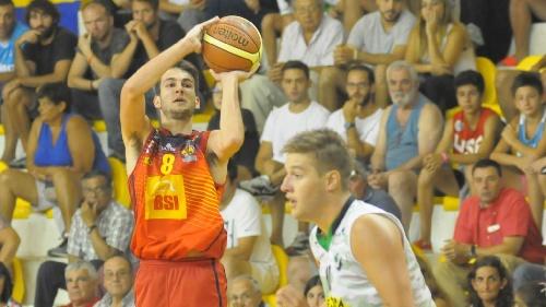 Basquet Bahiense - El pigüense Esteban Silva fue el máximo goleador de Bahiense derrotando a Liniers.