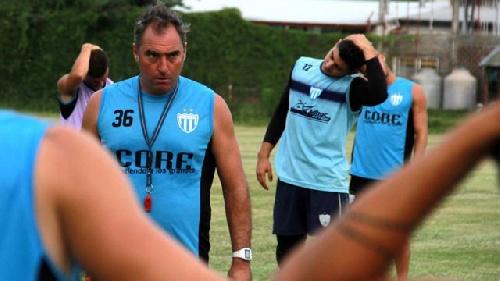 El plantel de Juventud Unida de Gualeguaychú decidió parar las prácticas por falta de pago.
