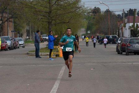 Atletismo - René Velázquez en su categoría resultó primero en los 8 k de Punta Alta.
