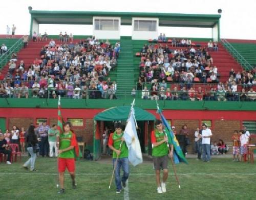 Club Sarmiento (2005) derrotó a Macachín en el Mundialito - Derrotas de Peñarol y Sarmiento (2003)