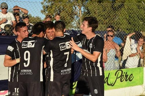 LRF - Club Sarmiento se impuso tres a cero a Peñarol quedándose con el clásico.