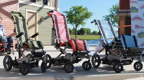 Crearon una silla de ruedas acuática para usar en piletas y playas