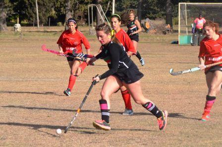 Hockey Femenino - Club de Pelota en 1ra división se quedó con el clásico de Pringles.